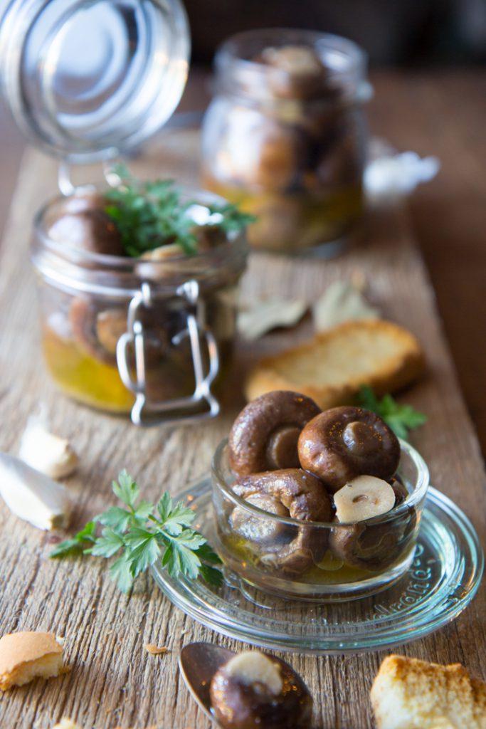 eingelegte champignons wie in bella italia chiliandsweet. Black Bedroom Furniture Sets. Home Design Ideas