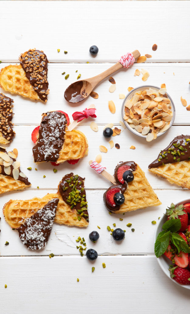 glutenfreie waffeln mit verschiedenen toppings vegan chiliandsweet. Black Bedroom Furniture Sets. Home Design Ideas